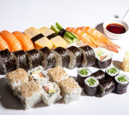 Sushi box 28
