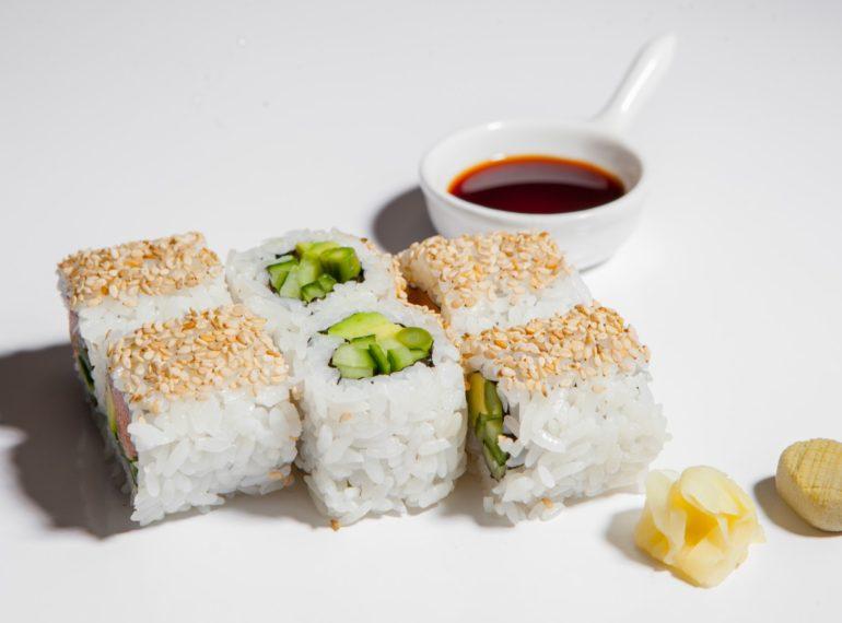 roll vegetarian cu sparanghel