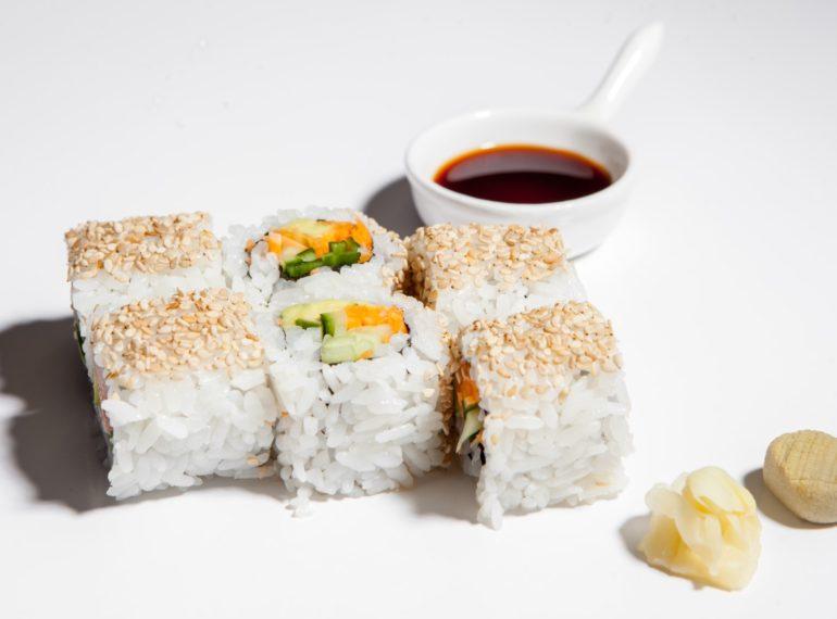 uramaki_roll_vegetarian_cu_morcov